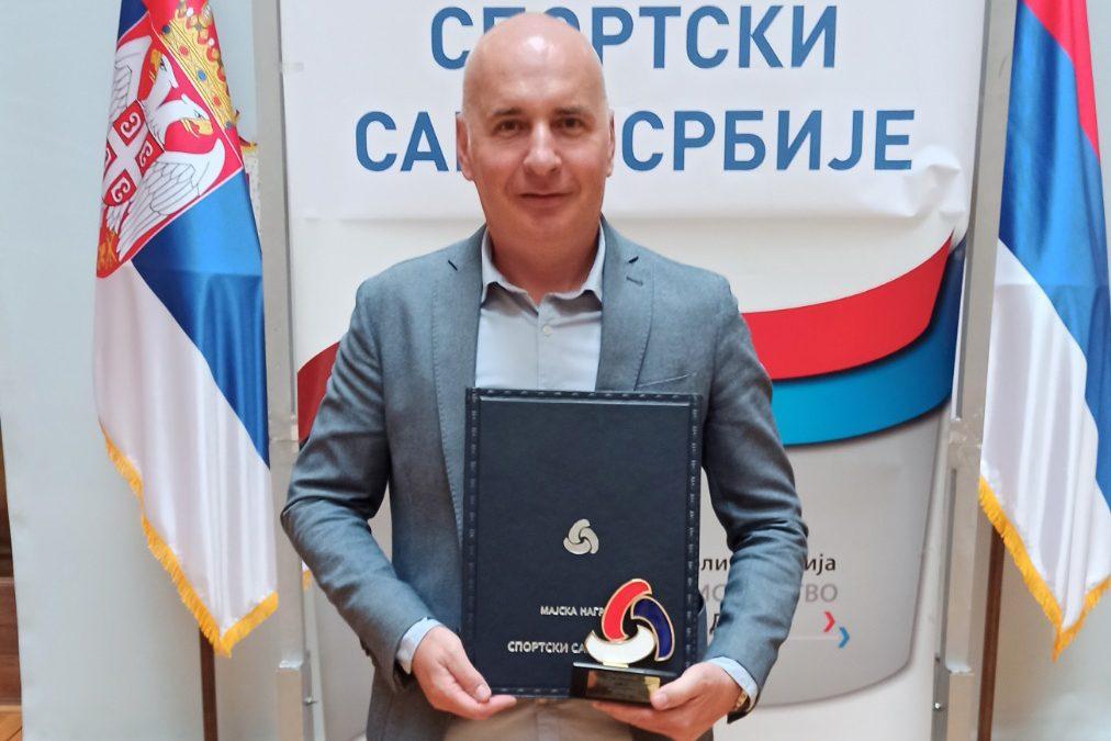 Milovanu Vesniću uručena Majska nagrada